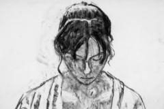 Junge Frau, nach unten guckend  - Kohle auf cremefarbenem Skizzenpapier  - 58 cm x 42 cm
